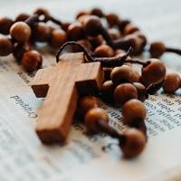 Prière du chapelet à Saint-Michel