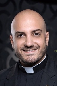 Prêtre en mission d'études paroisse Saint-Michel Paris